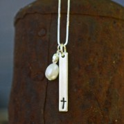 cross-necklace-with-pearlME